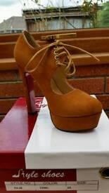 Brand new camel suede heels size 35 UK 2.5