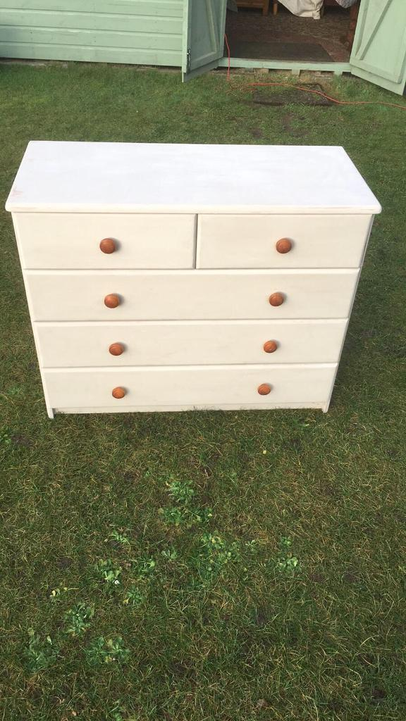 Five drawer painted chest drawers ( can deliver )