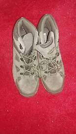 Hiking boots size 9. Worn once