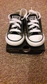 Boys shoes size 6 converse