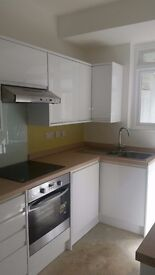 New complete kitchen - Handleless 16 units including integrated appliances..£1,200!!!