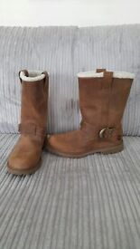 New Woman's size 8 pull on Timberland boots