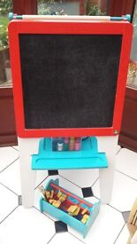 ELC DOUBLE SIDED WOODEN ART EASEL (DEREHAM COLLECTION)