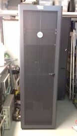 DELL 42U PowerEdge Rack Server Cabinet Enclosure WITH Doors, Sides 600 x 1000mm Used