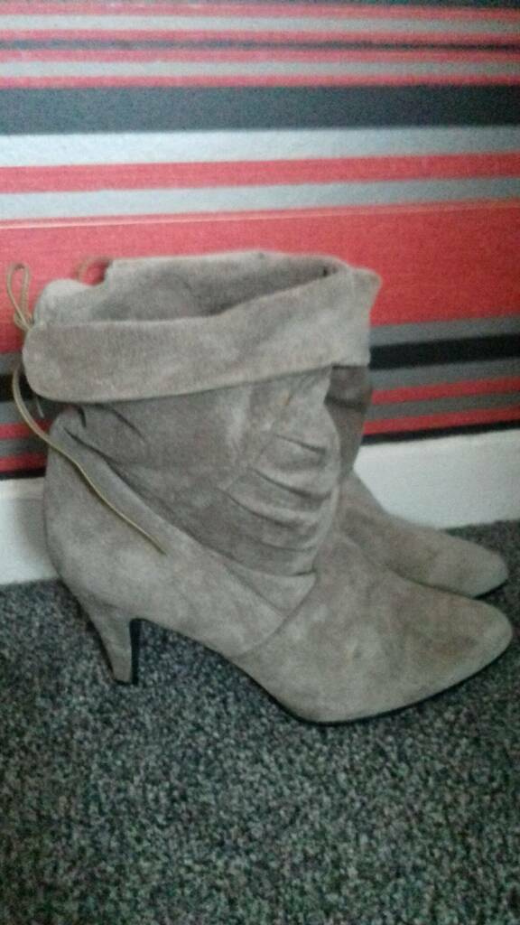 Brand new suede boots size 6