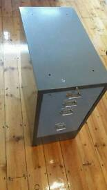 Filing cabinet 4 drawer with lock and key