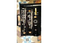 Bb VITO clarinet with case. Excellent condition