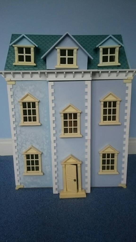 Dolls house with 3 floors removable roof