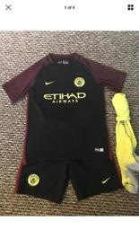 Manchester city football kit 12-13yrs