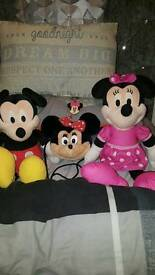 Minnie, Mickey talking and singing the clubhouse tunes. With Minnie fluffy head handbag.