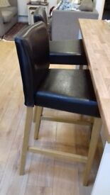 Pair of bar stools in excellent condition