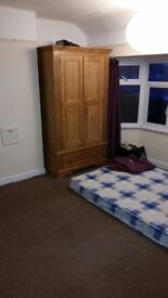 Large double room available in house share in Sutton