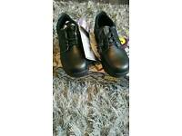 Men's Safety Shoes Size 8 and in box.Oil Resistant, Steel Toecap