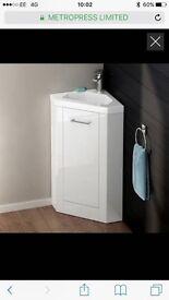 White bathroom vanity unit