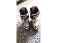 Salomon ski boots size 27.0