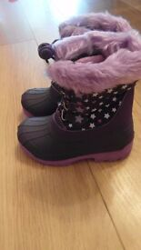 Size 10 BNWT girls snow boots