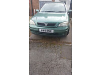 Green Vauxhall Astra 1.4 2001