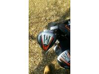 Almost new full set of Wilson golf clubs Inc accessories