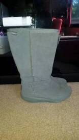 ladies grey suede knee high fur lined skechers shape ups boots size 5 brand new in box