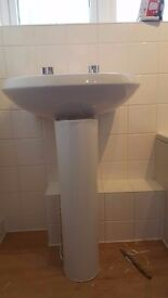2 tap hole wash basin with full pedestal, 1 year only used, 2 tap included