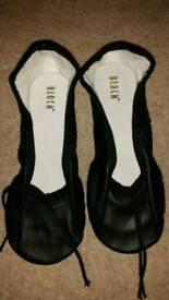 Bloch size 11 black modern or ballet shoes