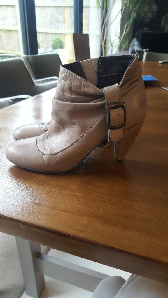 Very nice pair of beige ankle boots size 6