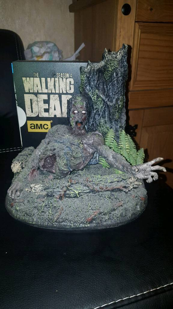 the walking dead season 4 and zombie bust