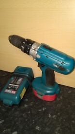 Makita drill screws driver 18 v in good used condition! Can deliver!