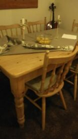 Beautiful farm style solid pine dining table and 6 matching chairs