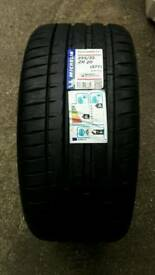 1 X BRAND NEW MICHELIN PILOT SPORT 4 S 255/35/20 TYRE FITTING OR DELIVERY AVAILABLE