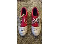 Size 8 - Total 90 Nike football boots (with studs)