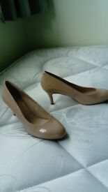 Ladies size 5 Nine West nude heels worn once