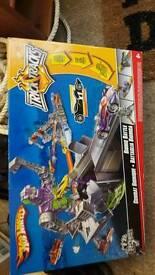 Hot Wheels Bionic Battle Playset