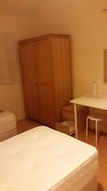 ENSUITE TWIN ROOM ALL INCLUDED 220£ A WEEK 1 MIN AWAY FROM WILLESDEN GREEN STATION (ZONE 2 JUBILEE)