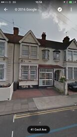Beautiful 4/5 Bedroom House Ready To Move In Barking (IG11) Mins from Station,