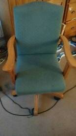 1 x office chair, 1 x leather chair, pine mirror, 20 crt tv