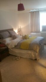 Beautiful En suite Double Room in Luxury Apartment in Winchmore Hill ( Southgate Borders)