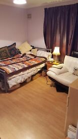 Double room to let in Leyton. House share with 4 othersx. £140 pw. Ready to move in.