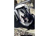 SILVER CROSS VENTURA CAR SEAT AND CARRIER