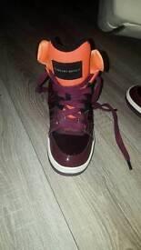 hapmu New in box Ladies Older Girls Nike Roshe One Multicoloured