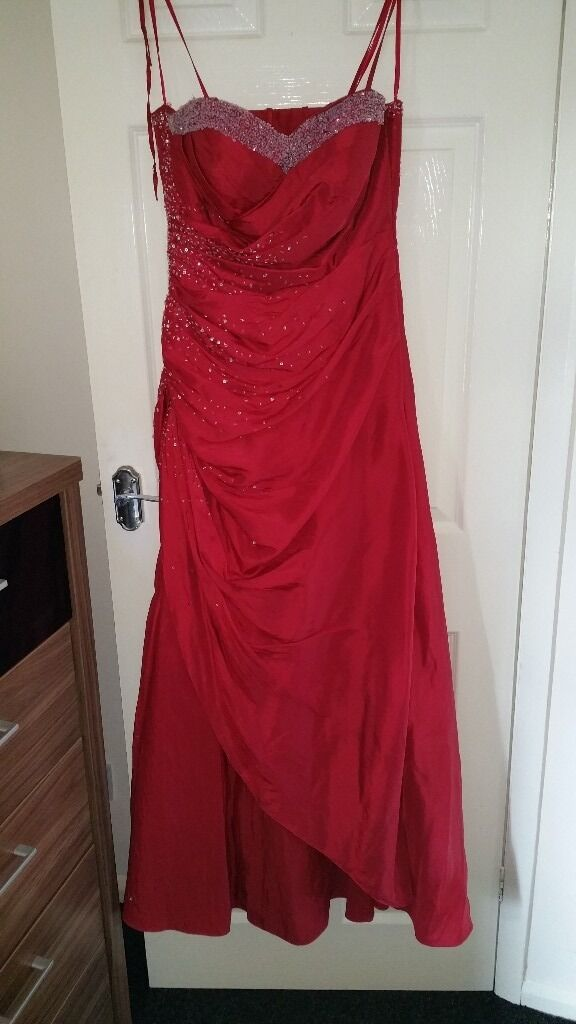 PROM DRESSES X3in Wrenthorpe, West YorkshireGumtree - Red prom dress size 12/14 £25 grey satin dress size 14/16 £25 blue/cream dress size 12 £20. All in lovely condition