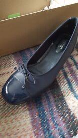 Hotter comfort size 7 navy kitten heels