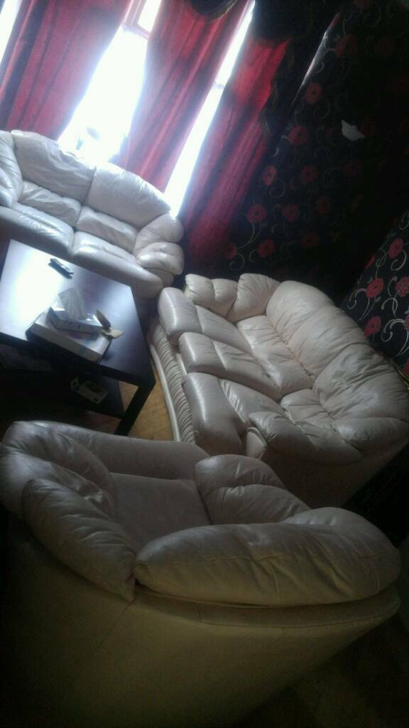Beautiful italian leather sofa set