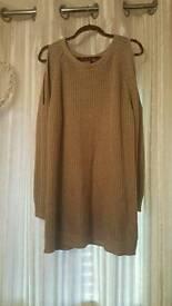 Cold shoulder jumper.size 20/22