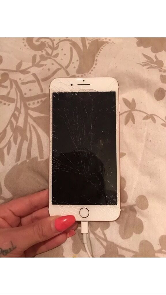 IPhone 7 Plus 32gb Rose Gold Cracked Screen On O2
