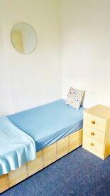 *** Single room freshly painted , 2 bathrooms, garden *** RPR