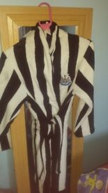 Dressing gown bought from newcastle united shop cost £50 will take £20 only worn twice
