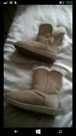 size 2 cream ugg boots. 100% genuine