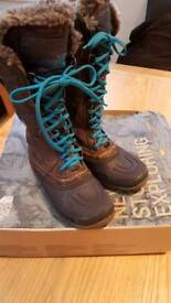 North Face winter boots size 4