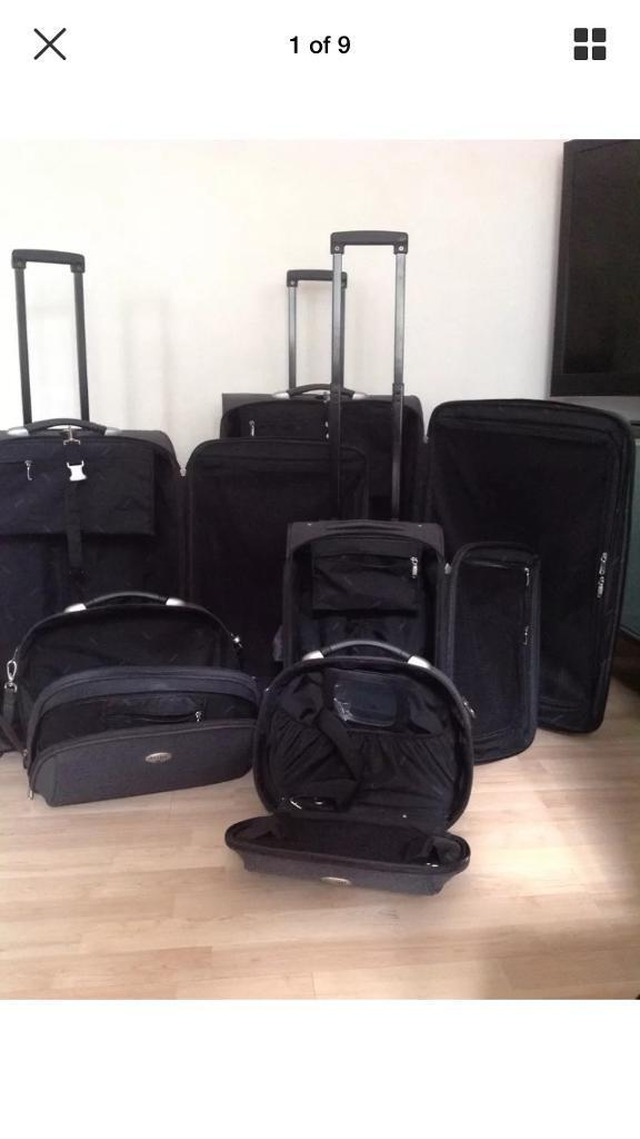 Antler 5 piece grey luggage setin Rochester, KentGumtree - Antler 5 piece grey luggage set. Consisting of one large suitcase, one medium suitcase, one cabin case, one hand luggage and a vanity case.Cases fit inside each other for storage as do the hand luggage and vanity case.Cases have additional strap to...